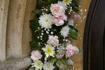 How to Organise Wedding Flower Arrangements