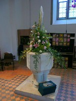 WEDDING FLOWER ARRANGMENTS: URNS, JUGS AND PEDESTALS